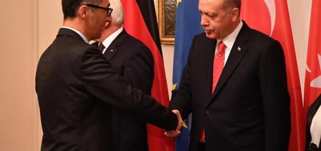 Özdemir govori Erdoganu – ovaj reaguje praznim pogledom