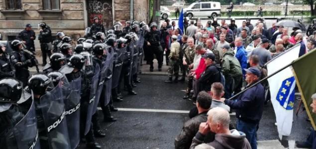 U sukobu s borcima povrijeđeno sedam policajaca