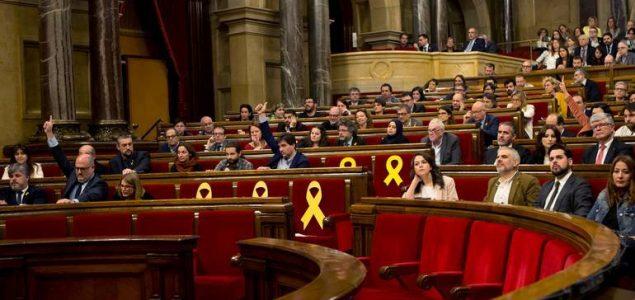 Katalonski Parlament traži ukidanje monarhije, Sanchez prijeti