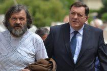 Ponesi zastavu, Mile Dodiku