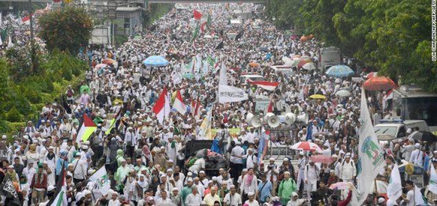 Indonezijski muslimani protestovali protiv kršćanskog guvernera u Jakarti