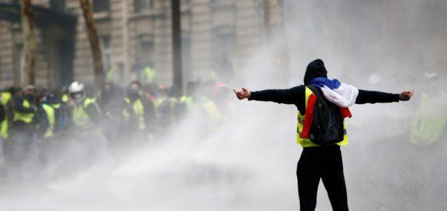 """Protesti """"žutih prsluka"""": Borba srednje klase protiv elite"""