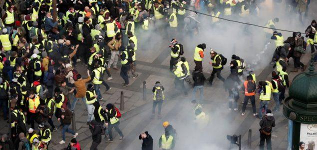 Stotine privedenih u nasilnim demonstracijama u Francuskoj