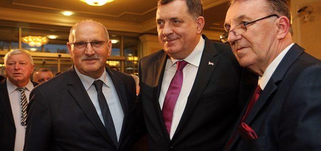 Hoće li neko zahvaliti hrvatskom veleposlaniku?