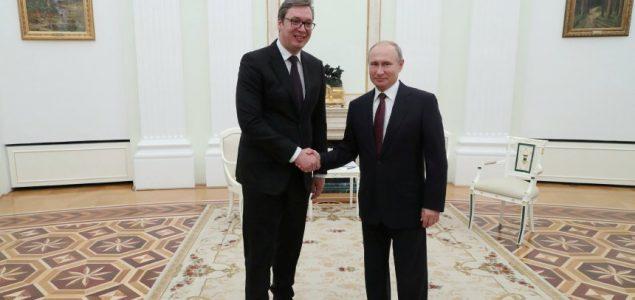 Putin i Vučić položili vence na Groblju oslobodilaca Beograda i Crvenoarmejcu