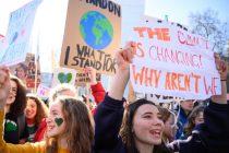 """""""Naša kuća gori"""": Švedska tinejdžerica izvukla na ulice tisuće mladih koji prosvjeduju zbog klimatskih promjena"""