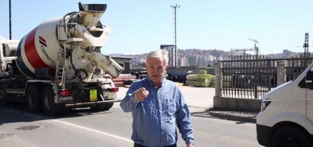 Huso Ćesir fizički nasrnuo na fotografa Žurnala!