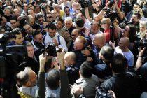 Demonstranti blokirali sve izlaze iz Predsjedništva Srbije, hiljade građana na ulicama Beograda