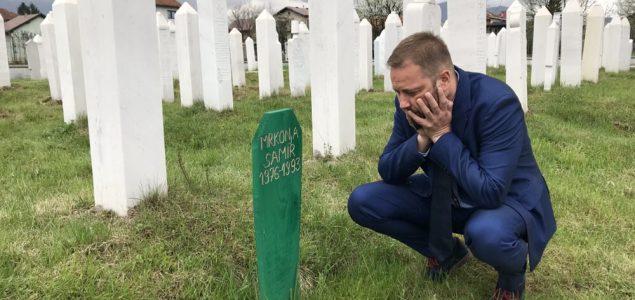 KLANJAM SE ŽRTVAMA AHMIĆA: Hrvatski intelektualac Pero Mrnarević oduševio regiju