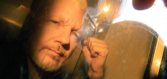 World-wide journalists condemn court action against Julian Assange