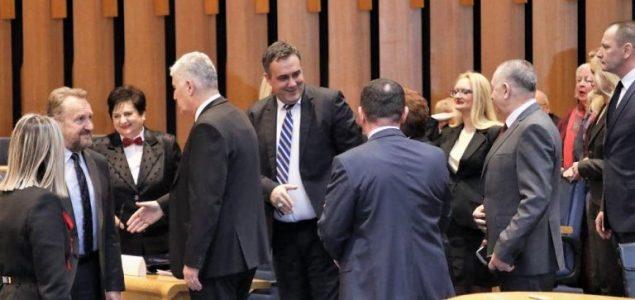 RAD JE STVORIO ČOVJEKA A NERAD GOSPODINA: Legalizirana pljačka naroda u režiji parlamentaraca