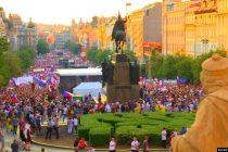 Česi poslije 30 godina opet na ulici u odbrani demokratije