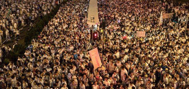 Sukobi na ulicama: Haos u Hong Kongu: Policija ispaljuje gumene metke i suzavce na demonstrante