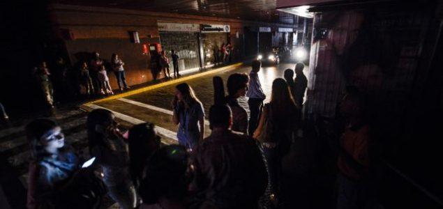 """Venecuela ponovo u mraku, vlast tvrdi da je to """"elektromagnetni napad"""""""
