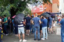 Radnici Aluminija ispred centrale HDZ-a, Čović promijenio plan i otišao u zgradu preduzeća