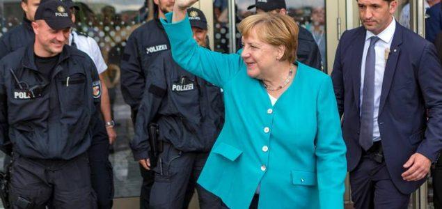 Merkel: Ozbiljno shvatamo obavezu većih izdvajanja za odbranu