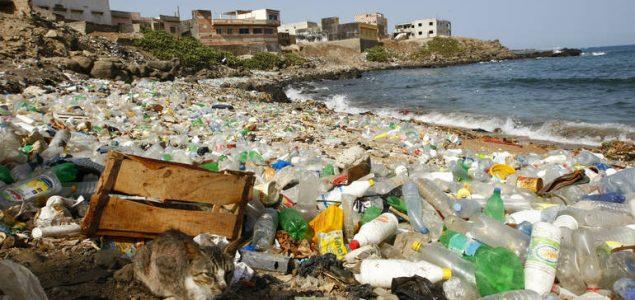 WHO tvrdi da mikroplastika u pitkoj vodi još nije rizična za zdravlje