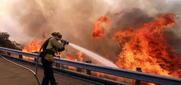 U Kaliforniji proglašeno vanredno stanje zbog požara