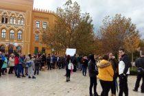 """Protesti u Sarajevu i Mostaru: """"Nisu nam očevi ginuli za državu da biste nam vi vezali djecu! """"Ubice, izlazite vani"""""""