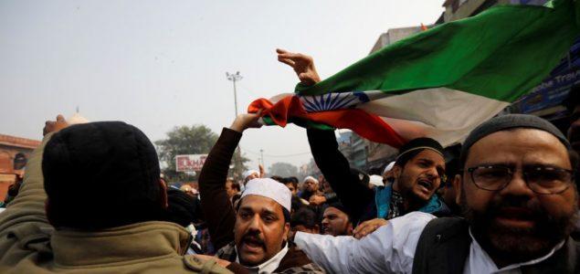 Indijske vlasti ugasile internet na sjeveru i uvele policijski čas