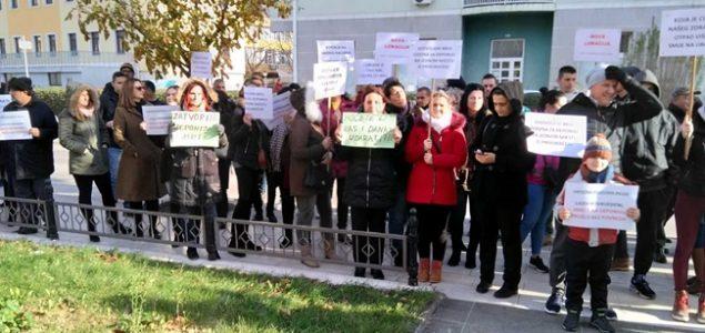 Građani se okupili ispred Vijećnice zbog Uborka
