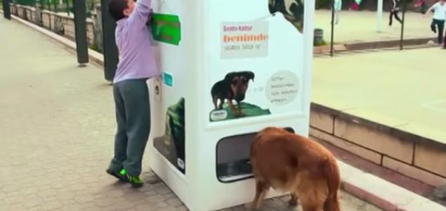 Automat za recikliranje – Ubaci plastičnu bocu i nahraniš pse i mačke lutalice