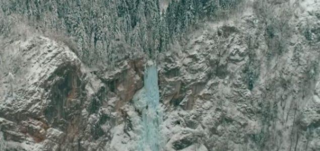 Magični prizor zamrznutog vodopada Skakavac u BiH (VIDEO)