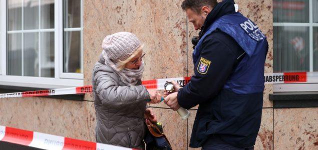 Merkel: Brojni znakovi da je napadač imao desničarske, rasističke motive