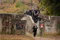 Huligani u Mostaru bakljama i bocama gađali članove antifašističkih udruženja