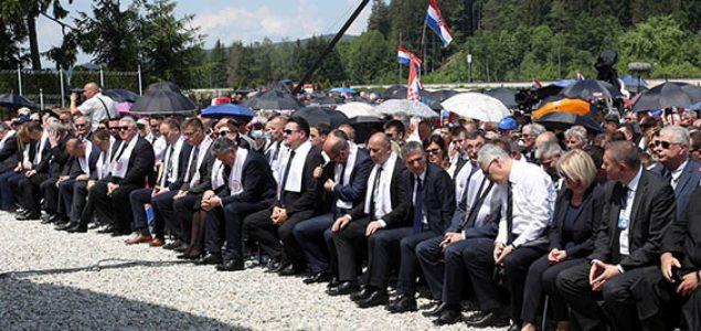 """""""Veliki Hrvati"""" u maloj mišjoj rupi grickaju premastan komad sira"""