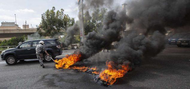 Demonstranti razbijali i palili banke u Libanu