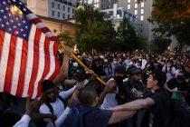 Suzavcem na demonstrante ispred Bijele kuće, protesti širom SAD