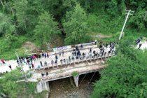 Više od 300 ljudi blokiralo most na Neretvici: Za rijeku spremni dati život!