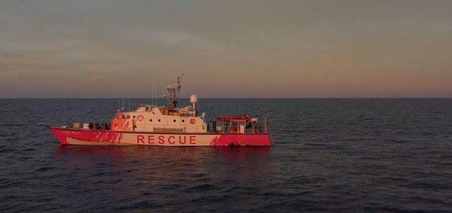 Brod koji finansira Benksi spasava migrante