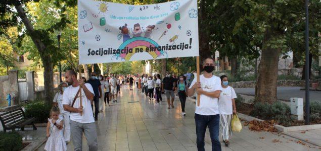 Mostar: Prosvjed roditelja zbog načina organizovanja nastave u školama