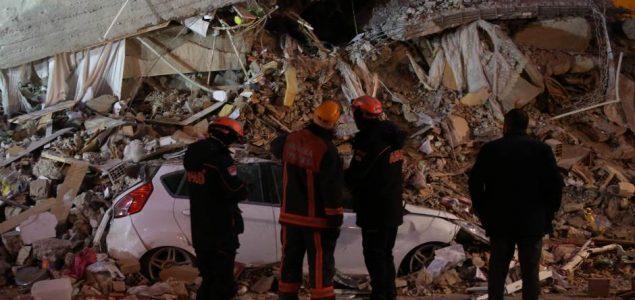 Razorni zemljotres odnio 26 života u Turskoj i Grčkoj, hiljade spasilaca otkopava ruševine
