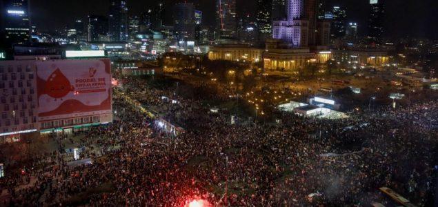 Desetine hiljada na ulicama Varšave protiv zakona o abortusu