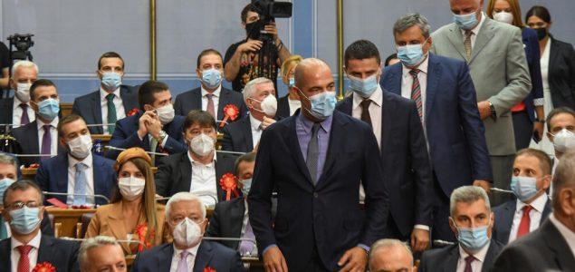 Političari protiv eksperata u zajedničkoj borbi protiv režima