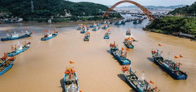 Kina ima apetit na ribu. Njena monstruozna flota pljačka svjetske okeane