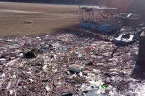 Plutajuće deponije prekrile i jezero Perućac, uzaludna borba mještana