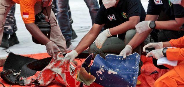Pronađene olupine i dijelovi tijela na mjestu pada indonezijskog aviona
