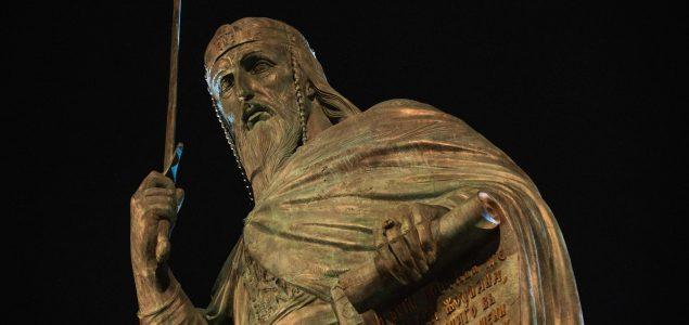 Drago Bojić: Prekivanje krstova u mačeve