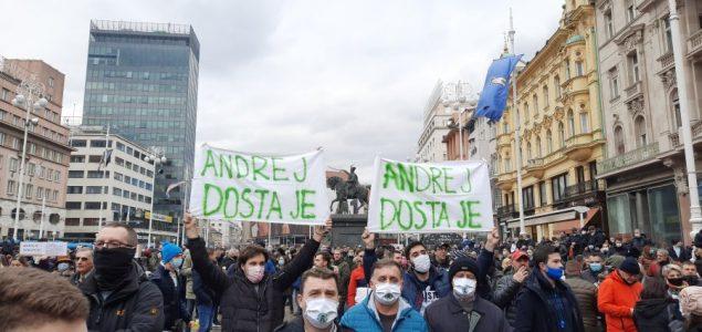 Na prosvjedu u Zagrebu zatraženo otvaranje kafića i teretana