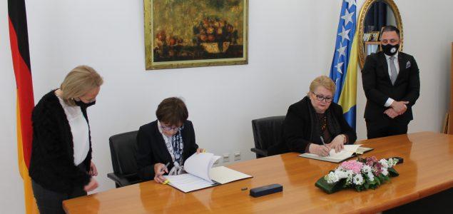 Potpisan Sporazum o obavljanju plaćene djelatnosti za porodice članova diplomatskih ili konzularnih predstavništava