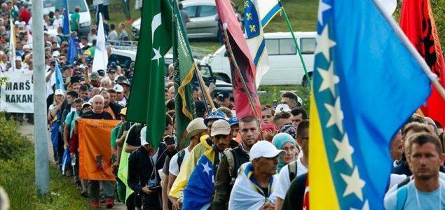 Marš mira krenuo ka Potočarima: Hiljade ljudi na putu spasa dugom 100 kilometara