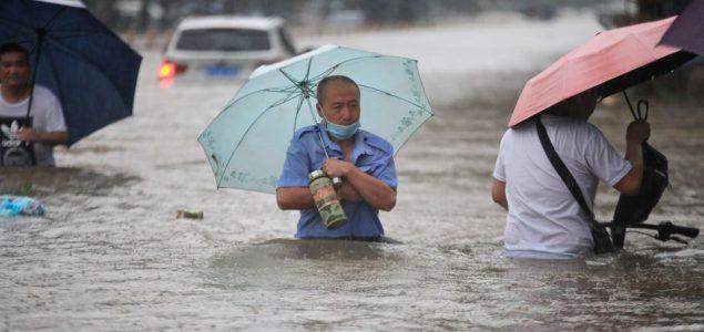 Najmanje 12 mrtvih u poplavama u Kini, vojska minirala branu