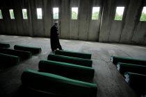 Dženaza žrtvama genocida: Porodice od jutarnjih sati pristižu u Potočare